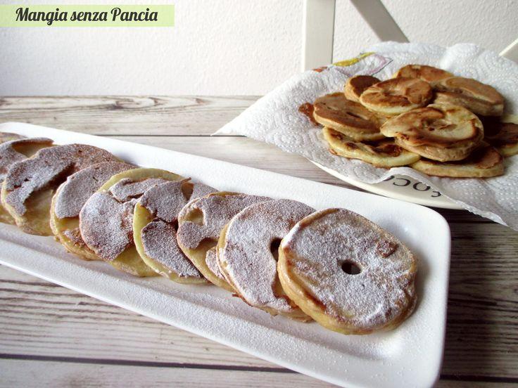 Niente di più semplice che preparare queste frittelle di mele. Veramente deliziose, si cuociono in padella senza olio: perfette per merenda o a Carnevale!