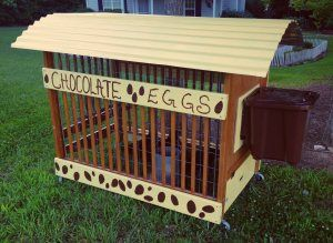 So smart! Chicken tractor made from upcycled crib.