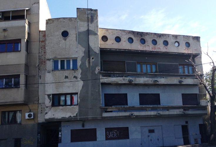 Unirii - Mircea Voda, vanzare imobil P+2+Pod, suprafata totala de 680mp, cu amprenta de 170mp, teren in suprafata de 193mp cu deschidere la 2 strazi. Cladirea a fost construita in 1935, cu pereti ...