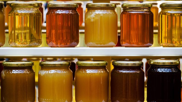 What Is Manuka Honey—and Why Is It So Good for You? | Manuka honey, a honey produced in New Zealand, has many health benefits and antibacterial qualities that help heal wounds and treat infections.