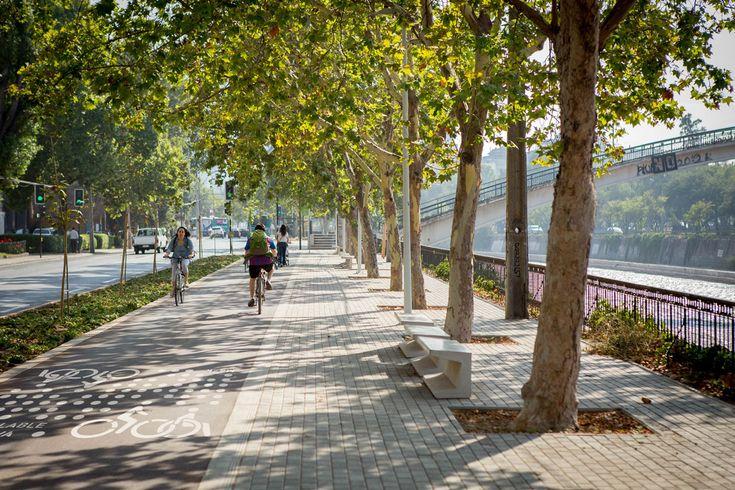 Cada vez son más las personas que eligen la bicicleta como medio de transporte o simplemente para disfrutar al aire libre. Para ellos y para todos los que aún no se animan a andar sobre dos ruedas, en LS y junto aMerrell, les traemos una lista con 7alternativas para recorrer en bicicleta cerca de Santiago....