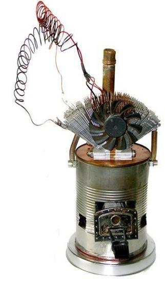 Chargeur de batterie thermoélectrique pour bricoleur, avec ventilateur pour le dissipateur thermique, créé avec des matériaux de récupération, il génére 3V et 1A. Le module thermoélectrique semble pouvoir devoir supporter au moins 200°C. Source : http://energiein.e-monsite.com/