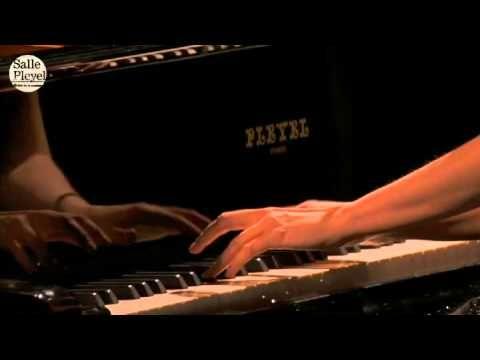 ▶ Émilie Simon - Désert (à la Salle Pleyel) - YouTube