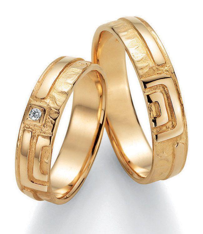 Die Kollektion Signs of Love wird dem Ausdruck Paarringe gerecht. Wunderschöne Eheringe aus Gelbgold für Schwerverliebte.