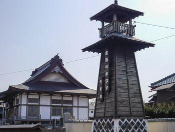 大多喜は「房総の小江戸」と呼ばれる城下町で、徒歩圏内に江戸時代や明治時代の古い建物が点在しています。 こちらは街のシンボルの櫓。ゆっくりと江戸の風情を満喫してください。