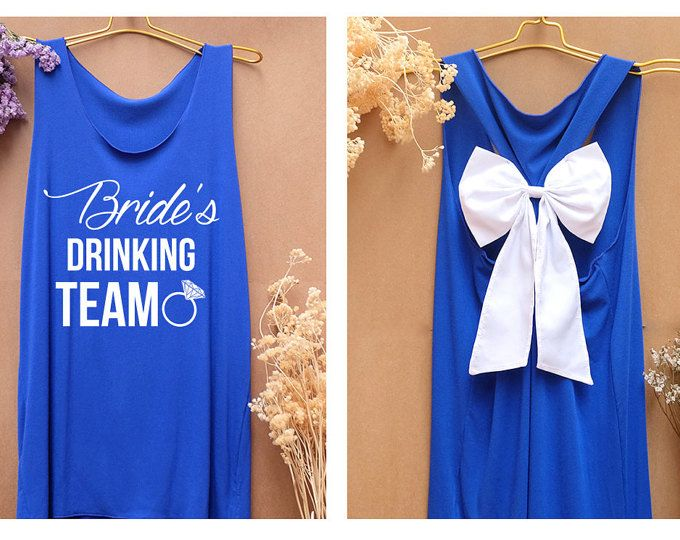 Bruid is het drinken van team Premium met strik: training Shirt - Bachelorette Shirt - Bow Shirt - Razor terug Tank - bruid team - Team bruid tank top