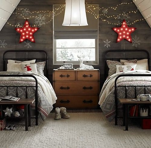 Beautiful Vintage Christmas room but can the red stars be white?!? I want!