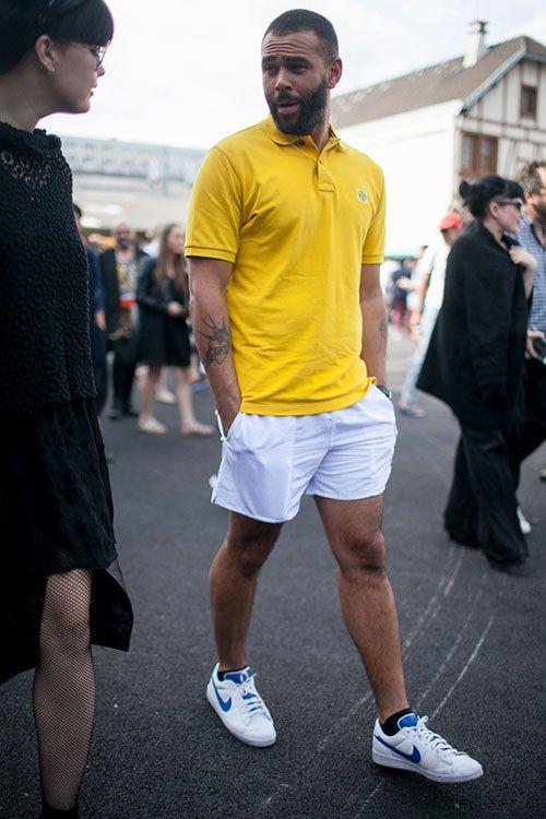 イエローポロシャツ×白ショーツ×Nikeコートテニスクラシック x コレット