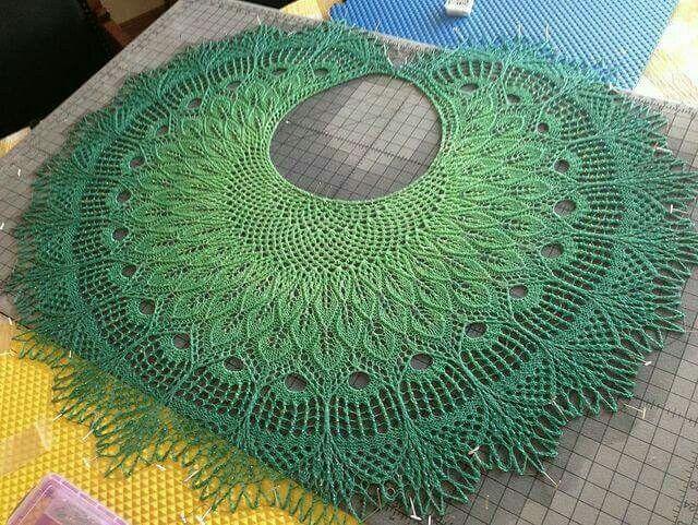 beautiful faorese  crescent circle shawl  peacock leaves wings