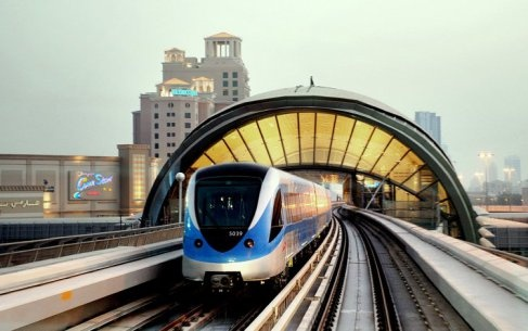 Singapore metro system or MRT (Mass Rapid Transport) is the most convenient and time-saving modes of commuting within the country. Foreign tourists make the most of this amenity to reach their hotels and head for sightseeing under their Singapore tour packages.