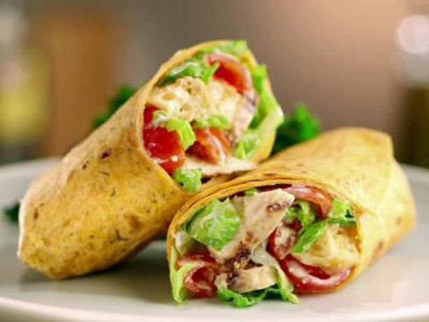 Wrap de Frango Grelhado com Salada Caesar