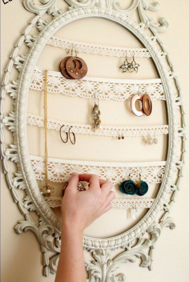 Clever use of frame and lace