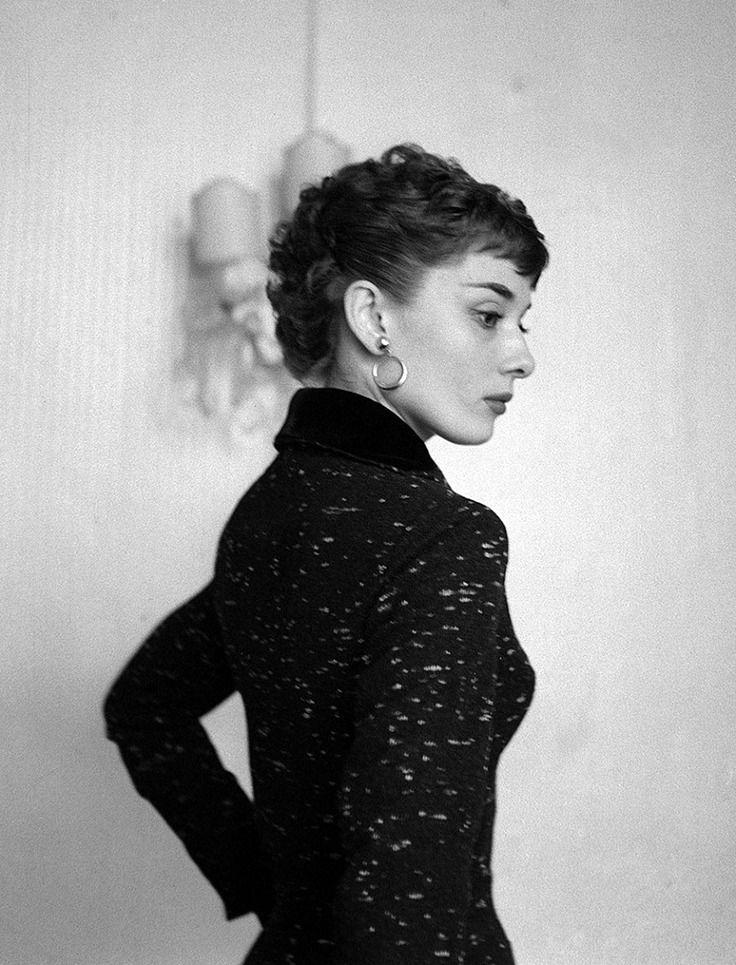 Rare Audrey Hepburn Is A Tumblr Blog Featuring Rare And Popular Photographs Of Audrey Hepburn I Do Audrey Hepburn Photos Hepburn Style Audrey Hepburn