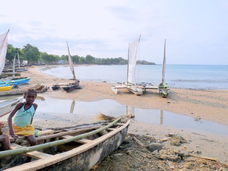 Sao_Tome_&_Principe,_fishermen's_beach_launch_area.jpg (3648×2736)