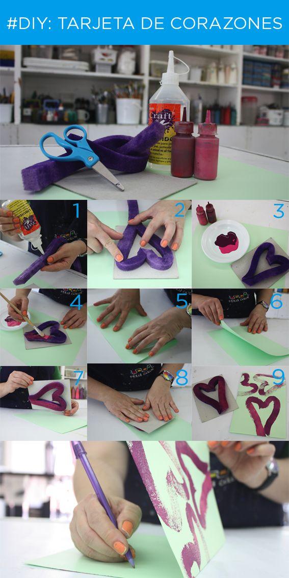 Un regalo muy fácil de hacer ¡Una tarjeta de corazones! Los materiales que necesitas son los siguientes: una tira de esponja, tijeras, pegamento, cartón, dos tonos de pintura y papel. ¡Te invitamos a realizar esta creación y a compartirlo con la #ComunidadHolaColor!