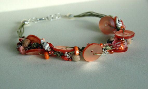 Collana con bottoni nei toni dell'arancio hanmade - Shop: alittlemarket.it