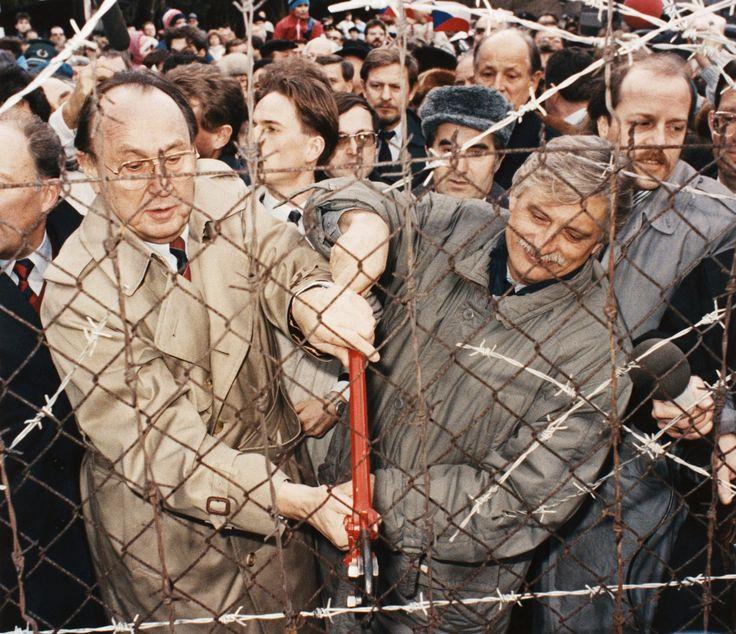 Hans-Dietrich Genscher, an Architect of German Reunification, Dies at 89 - NYTimes.com