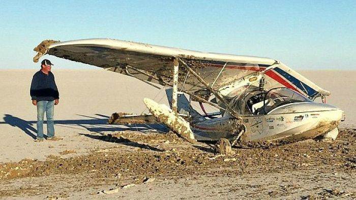 Bogged plane at Lake Eyre a monument to bad day in the outback - Sydney news - NewsLocker