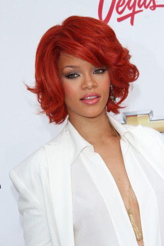 Turning Heads: 11 Rendkívüli Rihanna frizurák | Legújabb-Hairstyles.com