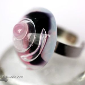 Rózsaszín, lila üveg gyűrű