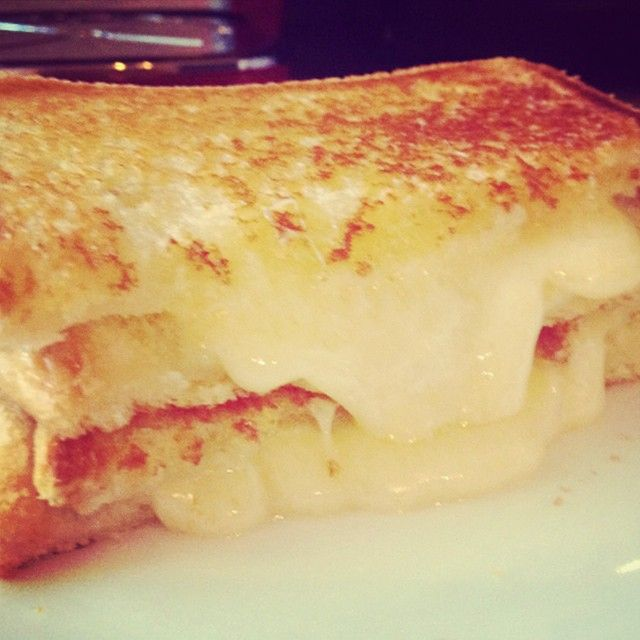 Yummy grilled cheese sandwiches made with Le 1608 cheese from Laiterie Charlevoix in Quebec #cdncheese #simplepleasures
