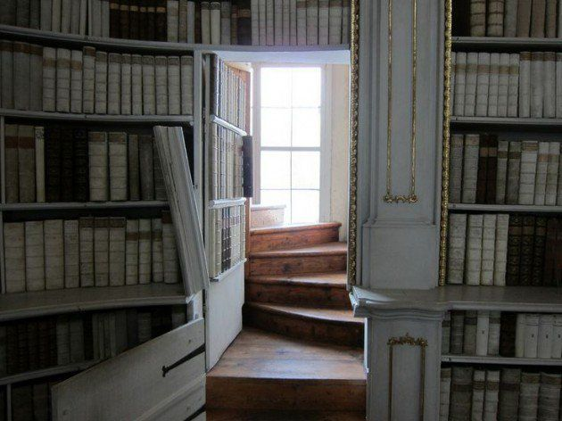 A hidden staircase somewhere that leads to a prayer room!