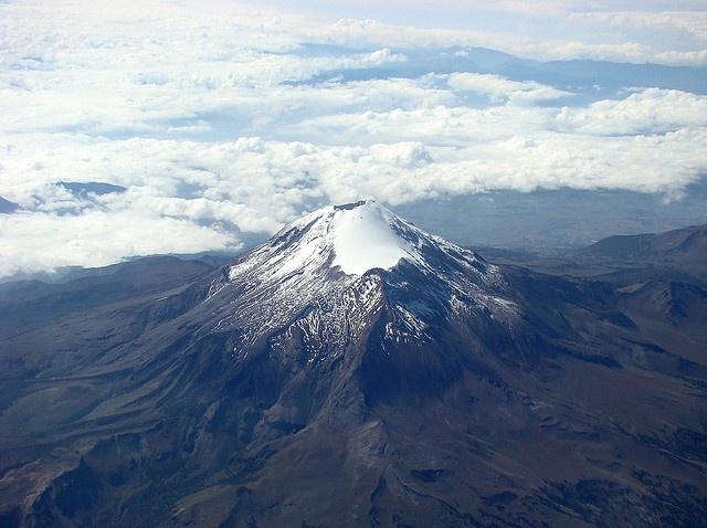 VERACRUZ / PUEBLA: Citlaltépetl (or 'Pico de Orizaba'), highest mountain annex (dormant) volcano (5,636 m) in #Mexico. On the border between Veracruz and Puebla states. Photo by angelespt, via Flickr