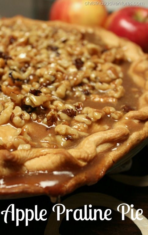 Family recipe for Apple Praline Pie - the topping is TO DIE FOR.  You won't want to make ANY other apple pie recipes after you've had this one! #applepie #fallrecipe