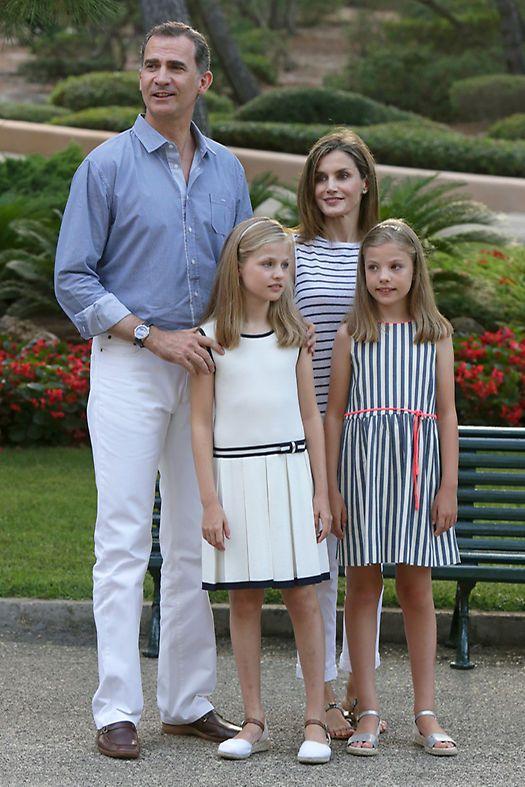 Noblesse et Royautés:   Spanish Royal Family Summer Photoshoot, Palma de Mallorca, August 4, 2016-King Felipe and Queen Letizia with Infanta Leonor and Infanta Sofía