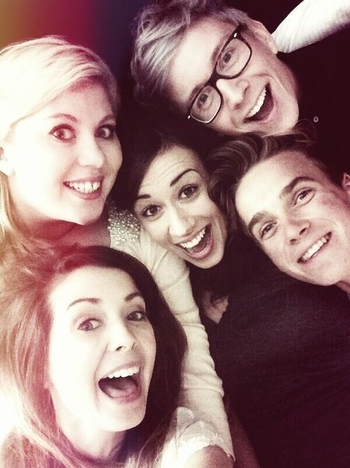 Zoella, SprinkleofGlitter, Tyler Oakley,   Thatcher Joe. cant tell who the one in the middle is  :( bet ive seen her somewhere before though cuz SHE LOOKS FARMILLIAR!!!!! youtube ppl help me figure this outtt!!!!!!