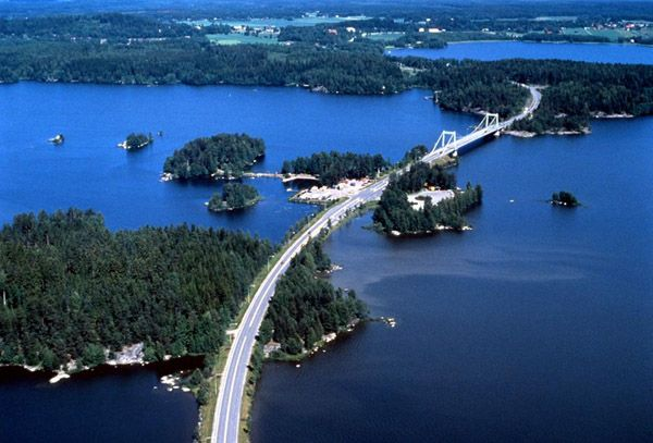 Saaksmaki bridge ~ Finland also includes the island province of Åland, located between Sweden and Finland. The islands are locally autonomous, have their own government, and are entirely Swedish-speaking.
