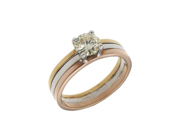 Δαχτυλίδι Μονόπετρο σε τρίχρωμο χρυσό 18Κ με Διαμάντι 23888