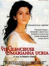 La Vie silencieuse de Marianna Ucria / Roberto Faenza. Sicile, XVIIIe siècle. La jeune Marianna, devenue sourde et muette à l'âge de cinq ans, brisée par un douloureux secret, vit murée dans son silence. Mais en se réfugiant dans une bibliothèque, influencée par les idées des Lumières, elle découvre la vie... D'après le roman de Dacia Maraini, une production ambitieuse et une brillante distribution.