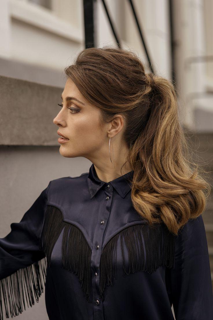 THE BARDOT: een volle paardenstaart geïnspireerd op het welbekende stijlicoon; The Bardot is synoniem aan 'the perfect ponytail'. Een stijlvolle, volumineuze look met een messy touch.