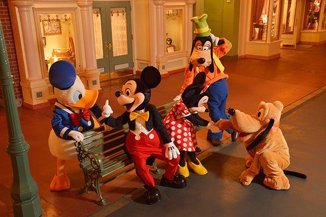 楽しそうな5人をこっそり撮影。ゲストの皆さんが帰った後の静かな夜のパークにて。