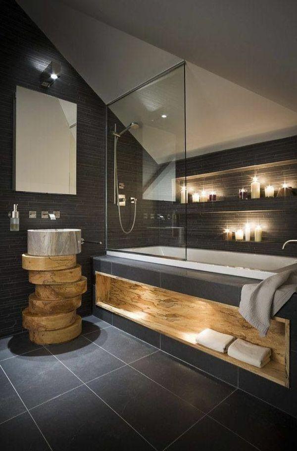 salle de bains grise, paroise de douche en verre, une vasque originale en bois et marbre