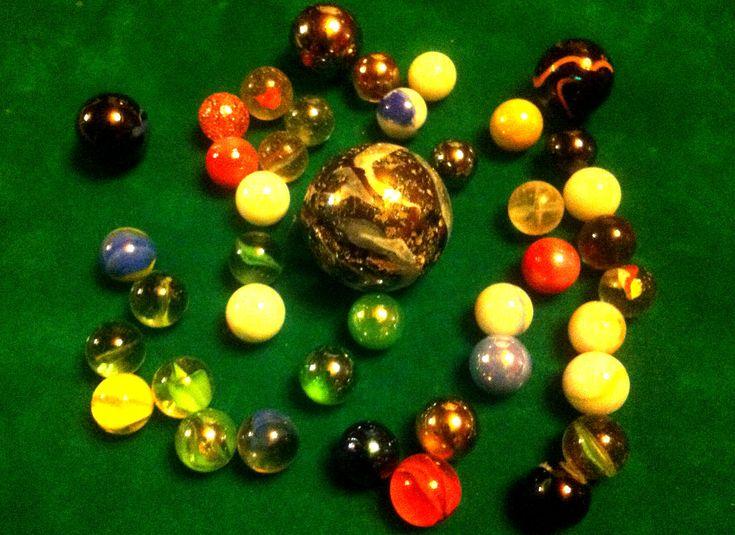 Jeux de recré Règle du jeu de billes : Replongez tout droit dans l'un des jeux de cours de récréation préférés des enfants. Découvrez les nombreuses variantes du jeu de billes les plus jouées.