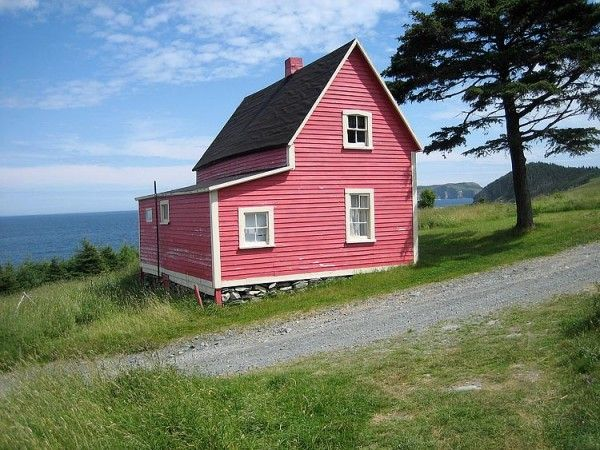 house in Newfoundland, further details at source on tinyhouse blog