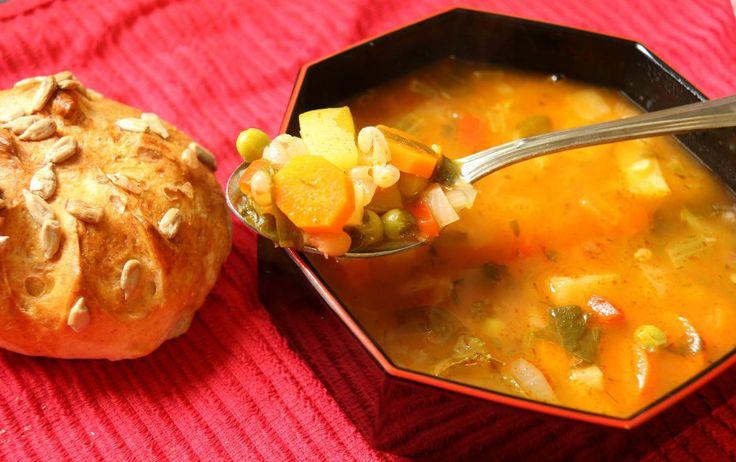 מתכון למרק מינסטרונה איטלקי שכל אחד יכול להכין. מרק המניסטרונה מומלץ מאוד לימי חורף קרים, הוא עמוס בירקות וויטמינים וטעמו נהדר.