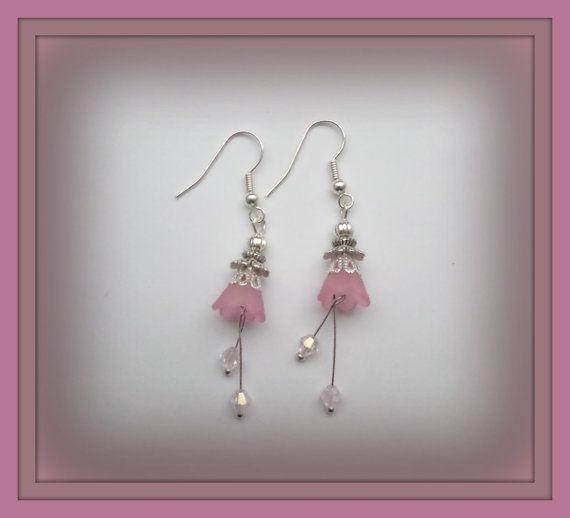 Bekijk dit items in mijn Etsy shop https://www.etsy.com/nl/listing/227827748/roze-bloem-oorbellen-lucite-oorbellen