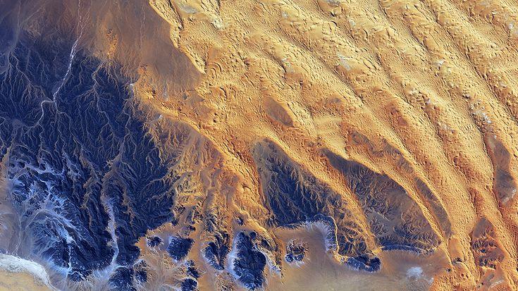 Wallpaper: http://desktoppapers.co/vq67-sahara-desert-earthview-yellow-blue-pattern-nature/ via http://DesktopPapers.co : vq67-sahara-desert-earthview-yellow-blue-pattern-nature