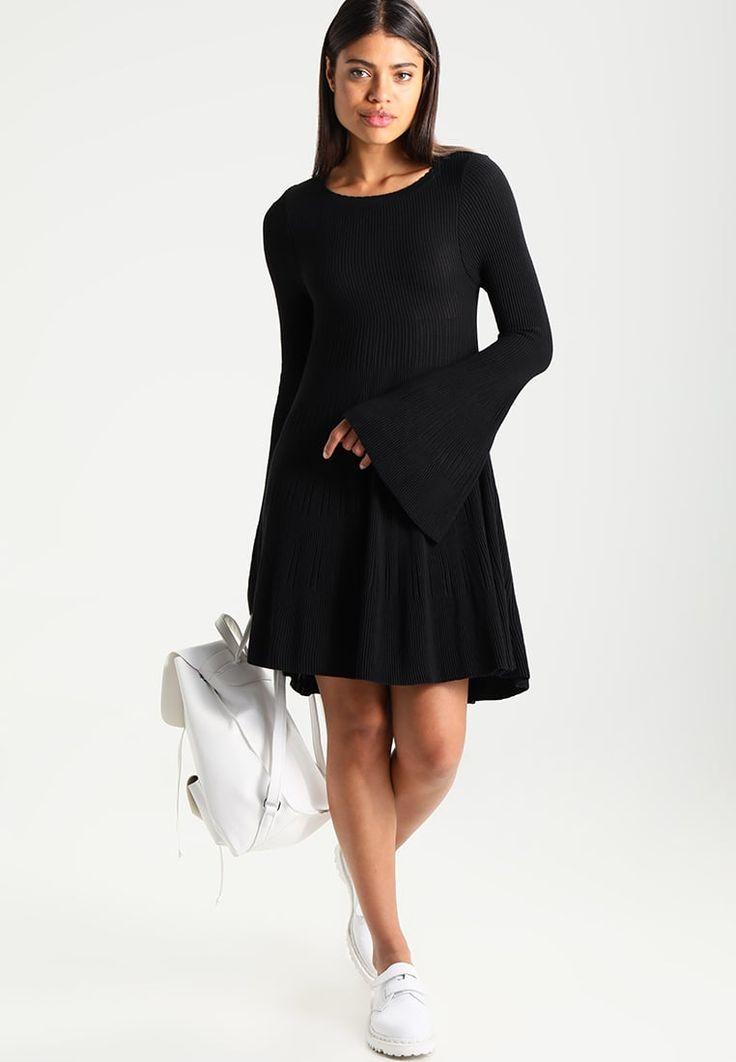 ¡Consigue este tipo de vestido de punto de Topshop ahora! Haz clic para ver los detalles. Envíos gratis a toda España. Topshop SCALLOP Vestido de punto black: Topshop SCALLOP Vestido de punto black Ropa   | Material exterior: 51% viscosa, 49% poliacrílico | Ropa ¡Haz tu pedido   y disfruta de gastos de enví-o gratuitos! (vestido de punto, lana, wool, knit, knitted, woven, woolen, knitted dress, strickkleid, vestido tejido, robe au tricot, vestito lavorato, punto)