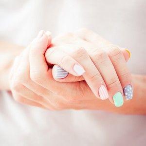 Wie hält Nagellack länger und was kann man tun, damit er auch noch einige Tage später wie frisch lackiert auf den Nägeln sitzt? http://www.erdbeerlounge.de/beauty/schoene-naegel/wie-haelt-nagellack-laenger-die-6-besten-tipps/