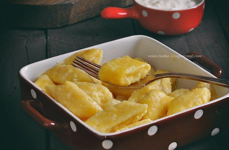 Делала раньше ленивые вареники по разным рецептам, но, именно, этот оказался идеальным! Рецепт от Савелия Либкина из книги «Моя Одесская кухня». Есть у меня…