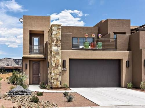 Peace On The Green Villa St. George (Utah) Peace On The Green Villa is a villa set in Ivins, 11 km from St. George. The air-conditioned unit is 29 km from Hurricane, and guests benefit from free WiFi and private parking available on site.