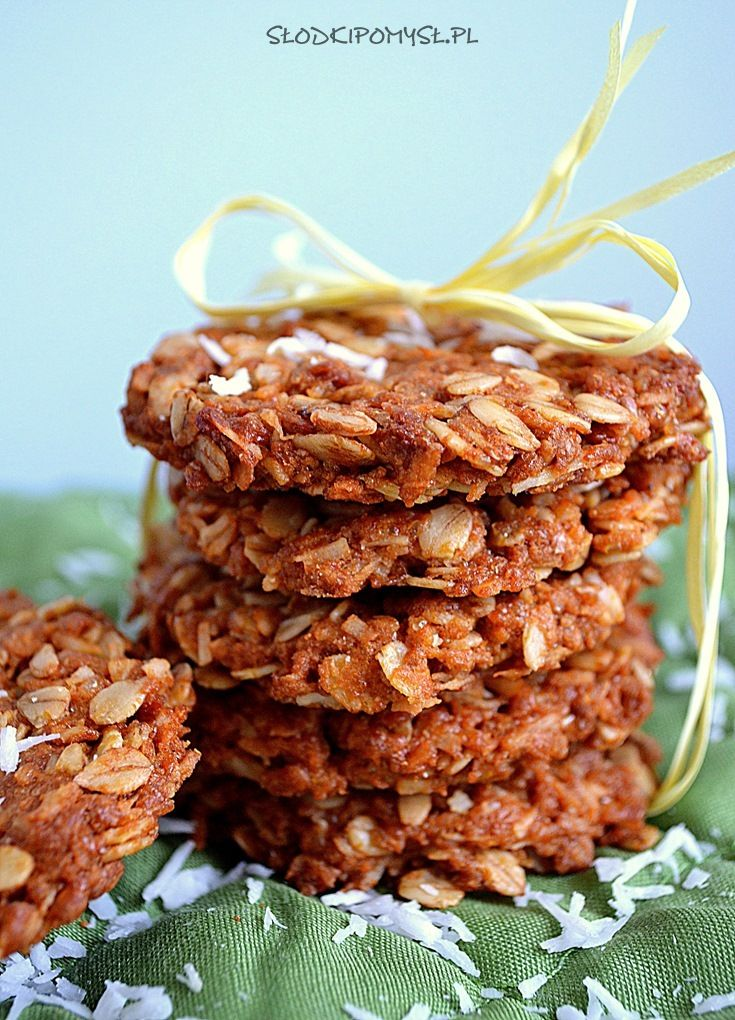 Nie wiem dlaczego ale te niepozornie wyglądające ciasteczka owsiane z kokosem są ulubionymi ciasteczkami mojego męża :)