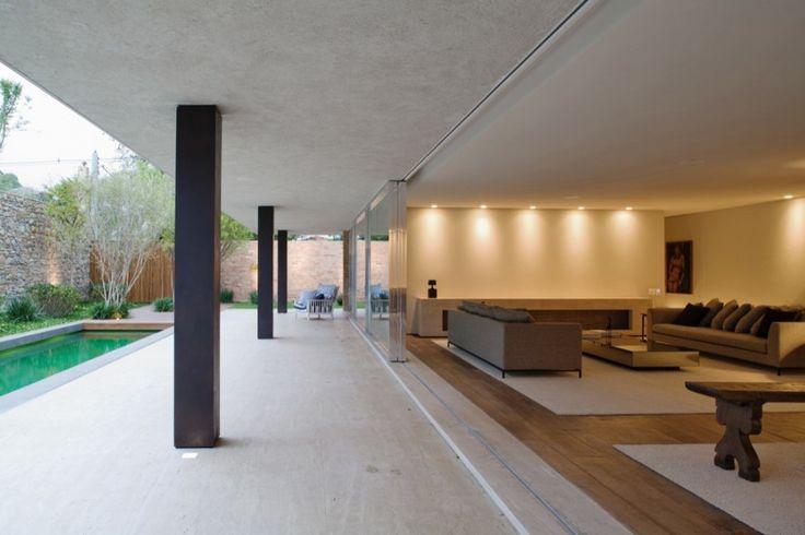 Brick House / Marcio Kogan