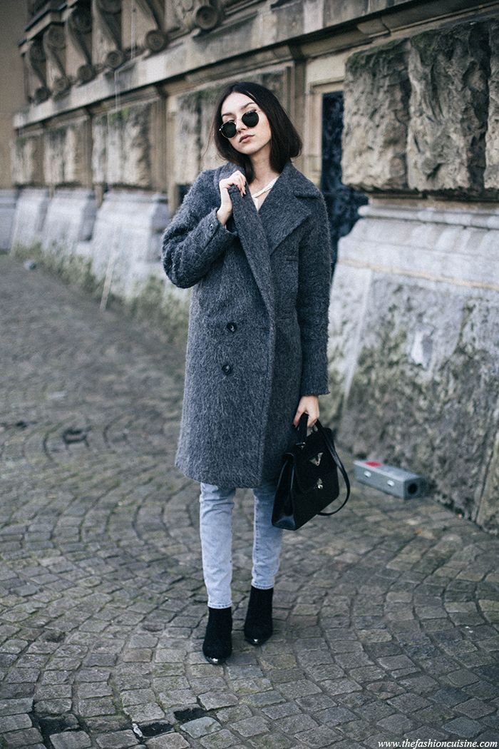 The most perfect oversized grey coat with light wash mom jeans outfit ideas
