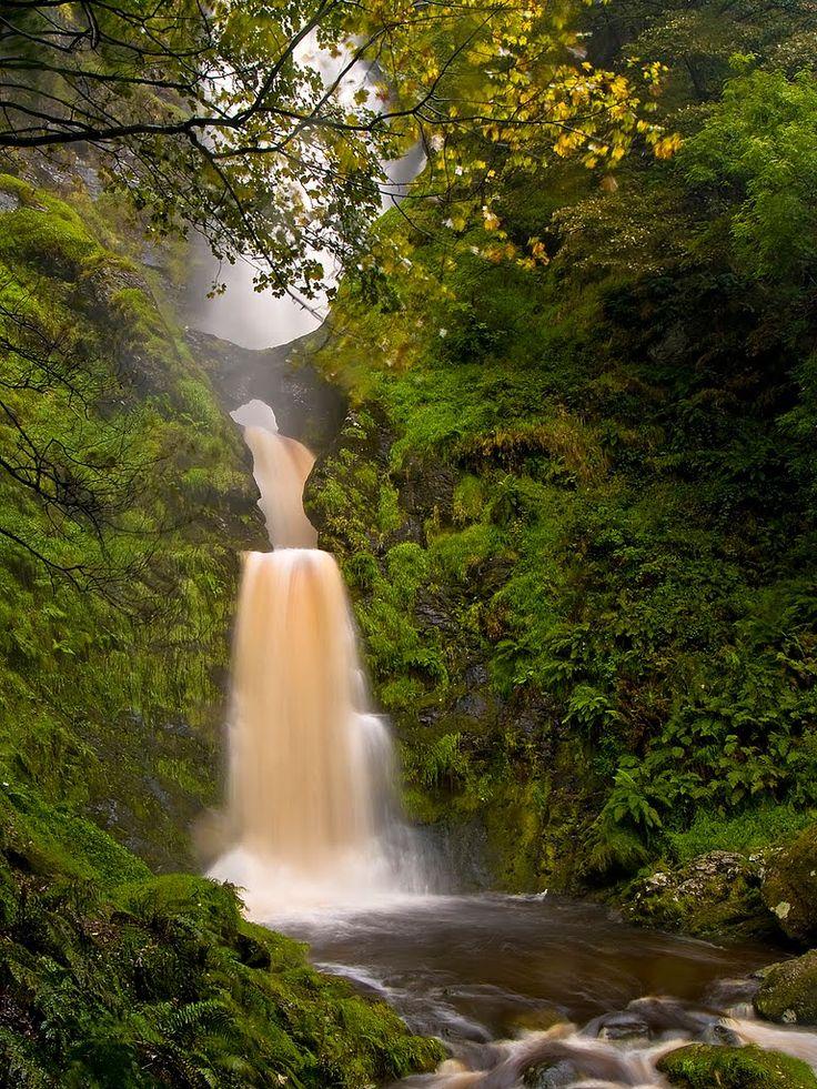 Pistyll Rhaeadr Waterfall, Llanrhaeadr-ym-Mochnant, Wales. Shot, Antony Williams.