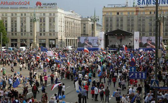 """Spór o liczebność Marszu Wolności, policja broni swoich wyliczeń. """"Teren zajmowany przez manifestantów i ich zagęszczenie"""""""